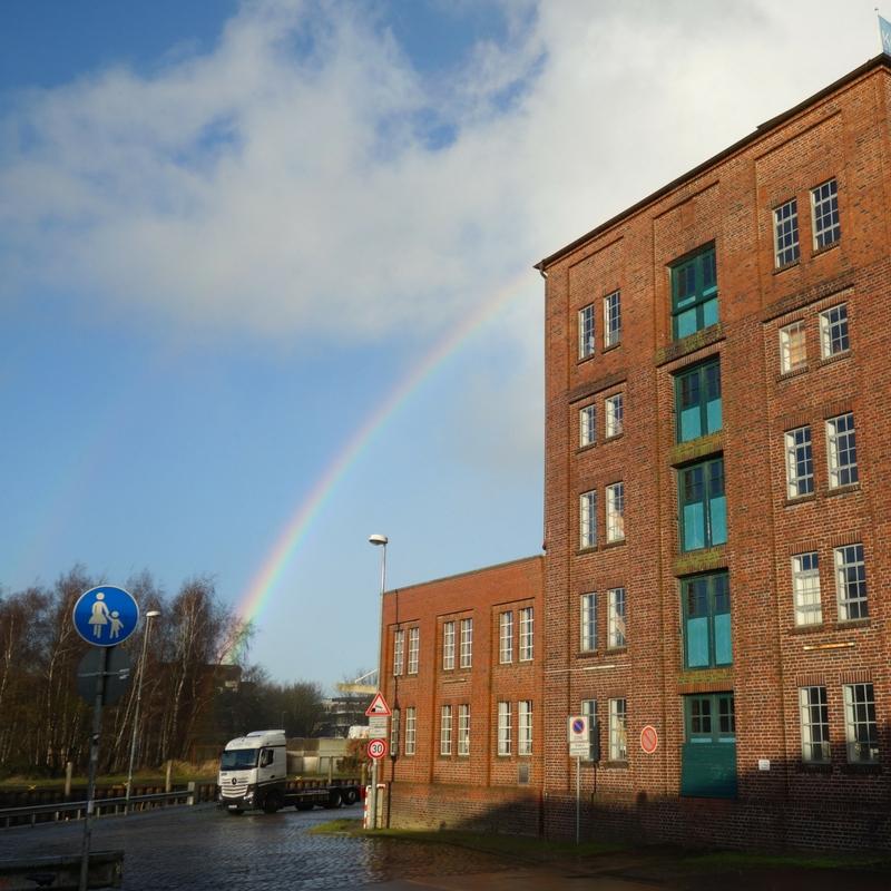 Regenbogen über dem Hafen Elmshorn bei Peter Kölln Fabrik Haferflocken Ellas Schreibwelt