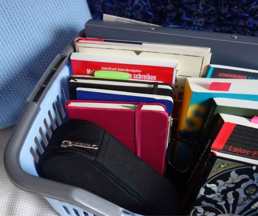Autoren-Korb mit Schreibratgebern und Notizbüchern Ellas Schreibwelt
